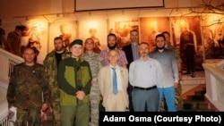 Адам Осмаев второй слева в первом ряду рядом с лидером Крымских татар Мустафой Джемилевым. 6 сентября 2015, Украина