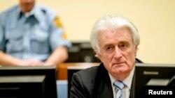 전 세르비아 지도자 라도반 카라지치가 24일 네덜란드 헤이그 국제유고전범재판소에 출두했다.