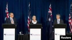 Australian Foreign Minister Bob Carr, U.S. Secretary of State Hillary Clinton, Australian Defense Minister Stephen Smith and U.S. Defense Secretary Leon Panetta (L-R) hold a news conference at the State Reception Centre in Kings Park in Perth, November 14, 2012.