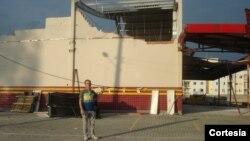 Aílton Correa ao lado do supermercados DE PIERI, Vila Esperança, Tubarão, Santa Catarina
