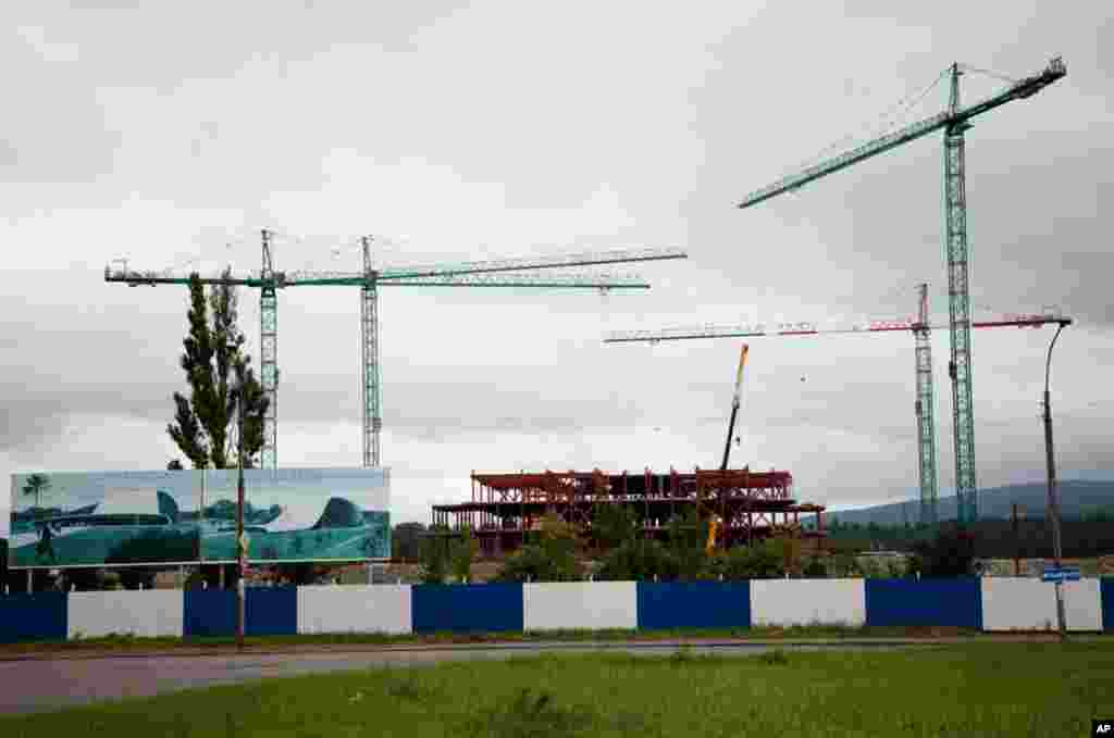 Georgia's New Parliament will be finished by 2012 in Kutaisi. (Yuli Weeks/VOA)