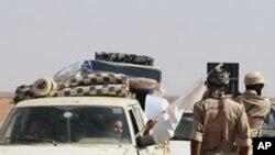 시르테 주변을 감시하는 리비아 반군