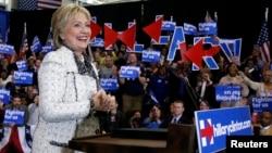 美国民主党总统候选人希拉里·克林顿在南卡罗来纳州的哥伦比亚市对支持者讲话(2016年2月27日)