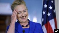 La Secretaria de Estado, Hillary Clinton, dijo estar esperando reunirse con el presidente para definir su retiro.