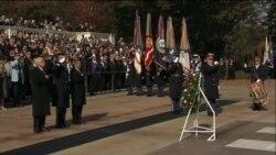 副总统彭斯向无名烈士墓献花圈