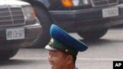 손전화를 소지한 평양시 경찰관