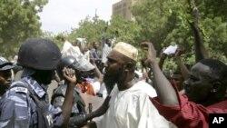 憤怒的蘇丹抗議者