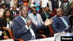 Raila Odinga akizungumza baada ya kukabidhiwa hati na IEBC. Raila na muungano wa NSA waliwasilisha kesi kwenye mahakama ya juu mnamo tarehe 18 mwezi Agosti, 2017.