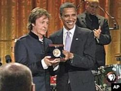 奥巴马颁奖给保罗·麦卡尼