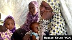 Cette réfugiée du Nigeria, est nous nouvelle de son mari depuis sa fuite il y a un an. Près de 7000 réfugiés vivent au camp de Dar Es Salam, à Baga-Sola, ouest du Chad, 2 avril 2016.