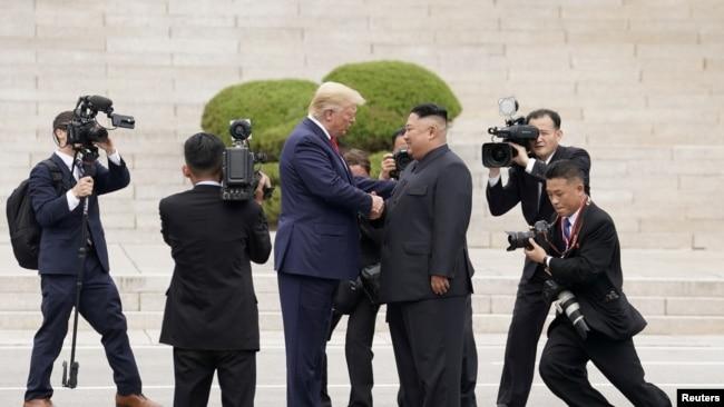 特朗普总统对朝鲜发出严重警告