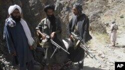 هرچند مسئولیت این ادم ربایی را مسئولین محلی در سرپل به طالبان نسبت میدهند، اما تاهنوز طالبان در این مورد ابراز نظر نکرده اند.