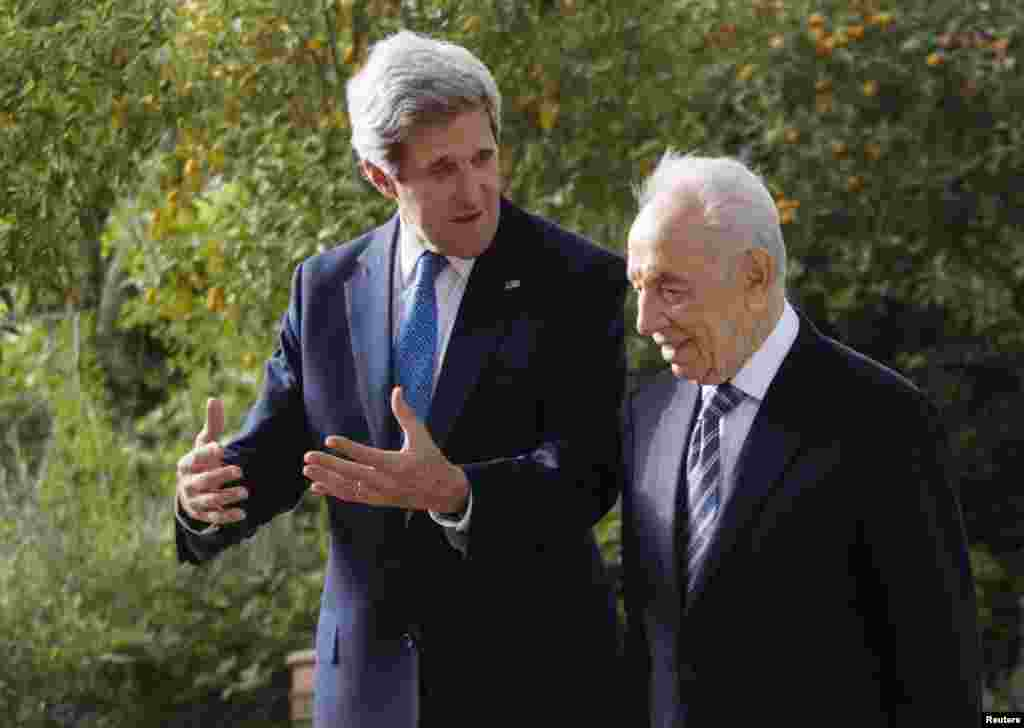 Israel's President Shimon Peres and U.S. Secretary of State John Kerry speak during their meeting in Jerusalem, April 8, 2013.
