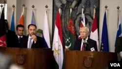 سرتاج عزیز مشاور صدراعظم پاکستان و صلاح الدین ربانی وزیر خارجۀ افغانستان