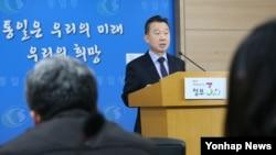 정준희 한국 통일부 대변인이 18일 정부서울청사에서 정례 기자설명회를 하고 있다.