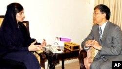 پاکستانی وزیر خارجہ حنا ربانی کھر نے چینی سفیر لیو جیان کو سیلاب کے باعث ہونے والی تباہمی سے آگاہ کیا۔