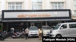 Kantor Hizbut Tahrir Indonesia di Jakarta. (Fathiyah/VOA)