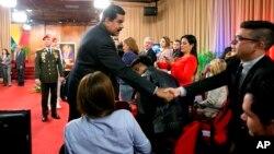 El régimen chavista, cada vez más imposibilitado de conseguir dólares para honrar los compromisos internacionales, no ha logrado detener la caída del comercio bilateral, según cifras publicadas por una consultora brasileña.