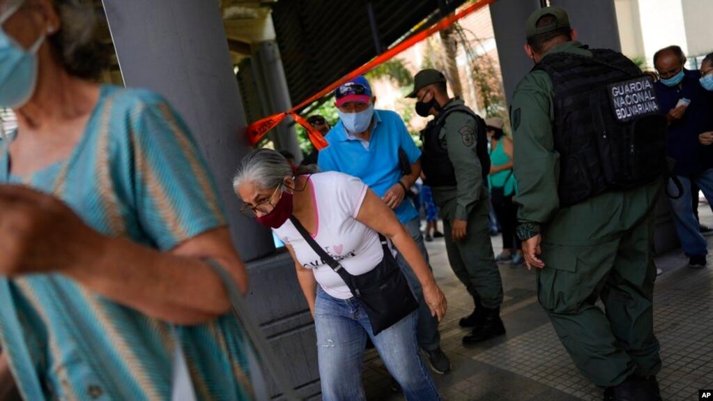 ¿Cómo el COVID-19 golpea el bolsillo de los venezolanos?