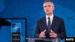 រូបឯកសារ៖ អគ្គលេខាធិការអង់ការអូតង់ (NATO) លោក Jens Stoltenberg ថ្លែងនៅក្នុងសន្និសីទសារព័ត៌មានមួយផ្សាយតាមប្រព័ន្ធអ៊ីនធឺណិត កាលពីខែមិថុនា ឆ្នាំ២០២០។