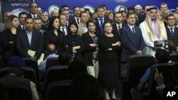 Para anggota parlemen Irak pada konferensi pers di Baghdad, 14 April lalu (foto; dok).