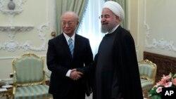 Президент Ирана Хасан Роухани (справа) и гендиректор МАГАТЭP Юкия Амано. Тегеран, Иран. 18 декабря 2016 г.