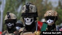 Les forces spéciales de l'armée afghane lors de la cérémonie de remise de leurs diplômes après un programme de formation de trois mois au centre de formation militaire de Kaboul, en Afghanistan, le 17 juillet 2021.