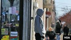 Para pengangguran di Camden, negara bagian New Jersey (foto: dok). Pengangguran dan jumlah tuna wisma di kota Camden, New Jersey adalah salah satu yang tertinggi di Amerika.