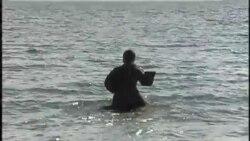 Православные в Нью-Йорке совершили крещенское купание в океане