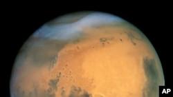 Марс. Фото сделано с помощью американского телескопа Hubble.