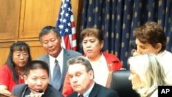 陳光誠第二次在國會連線聽證﹐講述他的家人最近受到地方政府打壓的情況。