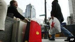 Αυξήθηκαν οι αποταμιεύσεις αλλά όχι και οι καταναλωτικές δαπάνες στις ΗΠΑ
