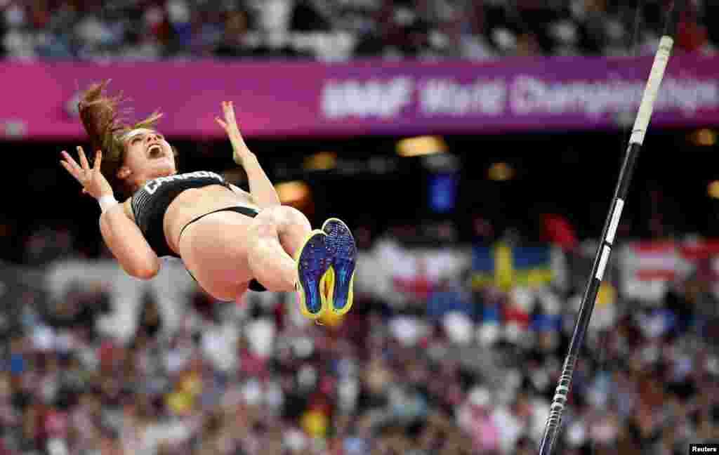 កីឡាការនី Anicka Newell មកពីកាណាដាប្រកួតលោតដោយប្រើឈើដោត ដើម្បីដណ្តើមយកពានរង្វាន់ World Athletics Championships នៅក្នុងស្តាត London Stadium ក្នុងក្រុងឡុងដ៍ កាលពីថ្ងៃទី៦ ខែសីហា ឆ្នាំ២០១៧។