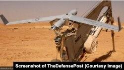 Một máy bay không người lái trinh sát tầm xa ScanEagle trên bệ phóng. Việt Nam vừa đặt mua 6 chiếc loại này trong một hợp đồng trị giá hơn 9,7 triệu USD. (US Marine Corps/Gunnery Sgt Shannon Arledge - Ảnh chụp từ màn hình của TheDefensePost)