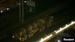 '둥펑' 장거리탄도미사일(ICBM)을 실은 중국 인민해방군 소속 차량이 베이징 시내에서 이동하고 있다. (자료사진)