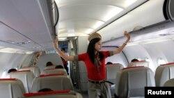 """مسافرانی هم هستند که آنچنان احساس راحتی می کنند که فکر می کنند در خانه هستند و """"برهنه"""" می شوند."""