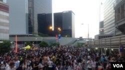 港人聲援佔中抗拒警方封鎖中環金鐘多處癱瘓