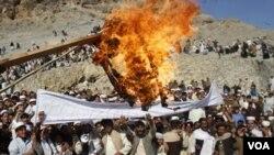 Warga Afghanistan terus melancarkan protes anti-Amerika setelah insiden pembakaran al-Quran (24/2).