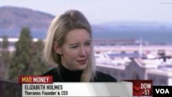 2015年Theranos公司的CEO伊丽莎白·霍姆斯(Elizabeth Holmes)女士,她曾经是美国天空闪耀的创业明星,因为骗局的戳穿,一夜之间就被拉下神坛。 (电视节目视频截图)
