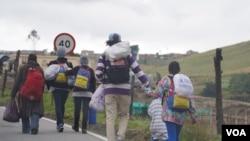 """""""La ruta de la infamia"""" es como se le conoce al viaje que emprenden todos los días miles de venezolanos desde la ciudad fronteriza de Cúcuta, hacia Bogotá."""