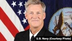 美国第七舰队司令罗伯特•托马斯(图片来源:美国海军)