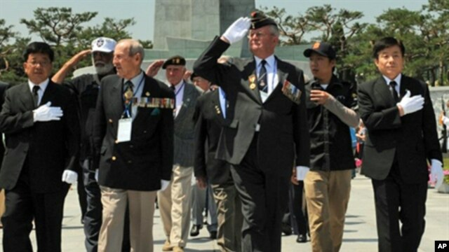 US veterans leave South Korea's national cemetery in Seoul after paying tribute to their colleagues killed during the Korean War, 23 June 2010
