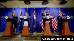 美澳高層在波士頓舉行會談,澳大利亞國防部長佩恩(從左至右)、外長畢曉普、美國外長克里、國防部長卡特。(圖片來源:美國國務院)