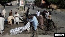 Поліція і рятувальники на місці вибуху у місті Кветта в Пакистані