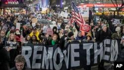 Skup u Njujorku na kojem su učesnici tražili opoziv Donalda Trampa (Foto: AP/Bebeto Matthews)