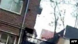 İranın müxalifət liderinin evinə gedən küçəyə darvaza qoyulub