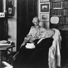 """Elizabeth Blackwell and her daughter Katharine """"Kitty"""" Barry Blackwell, 1905"""