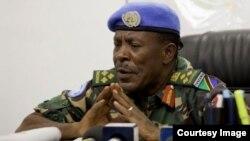 Mkuu wa Jeshi la Tanzania Luteni Jenerali James Mwakibola