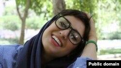 آتنا فرقدانی، فعال مدنی و کارتونیست زندانی در ایران