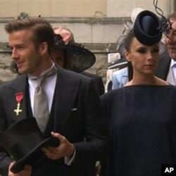 足球明星贝克汉姆携妻子维多利亚到场